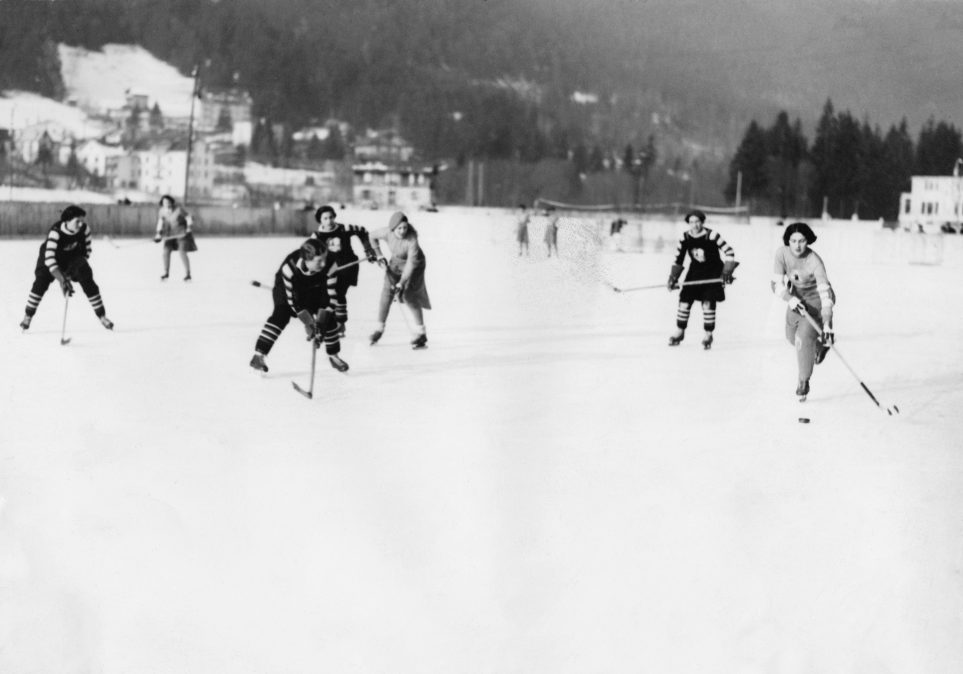 women playing outdoor ice hockey in the 1930s