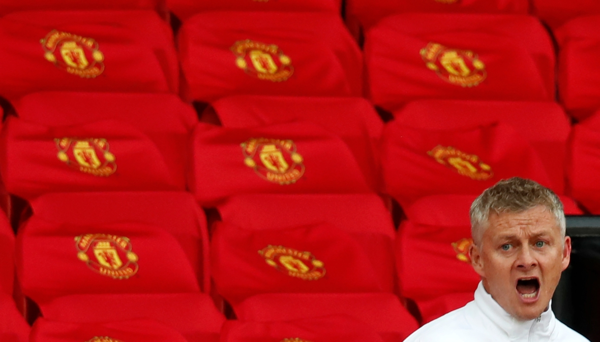 Ole Gunnar Solskjær yells during Manchester United match