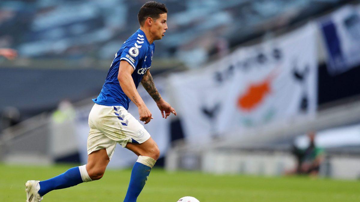 James of Everton dribbles against Tottenham