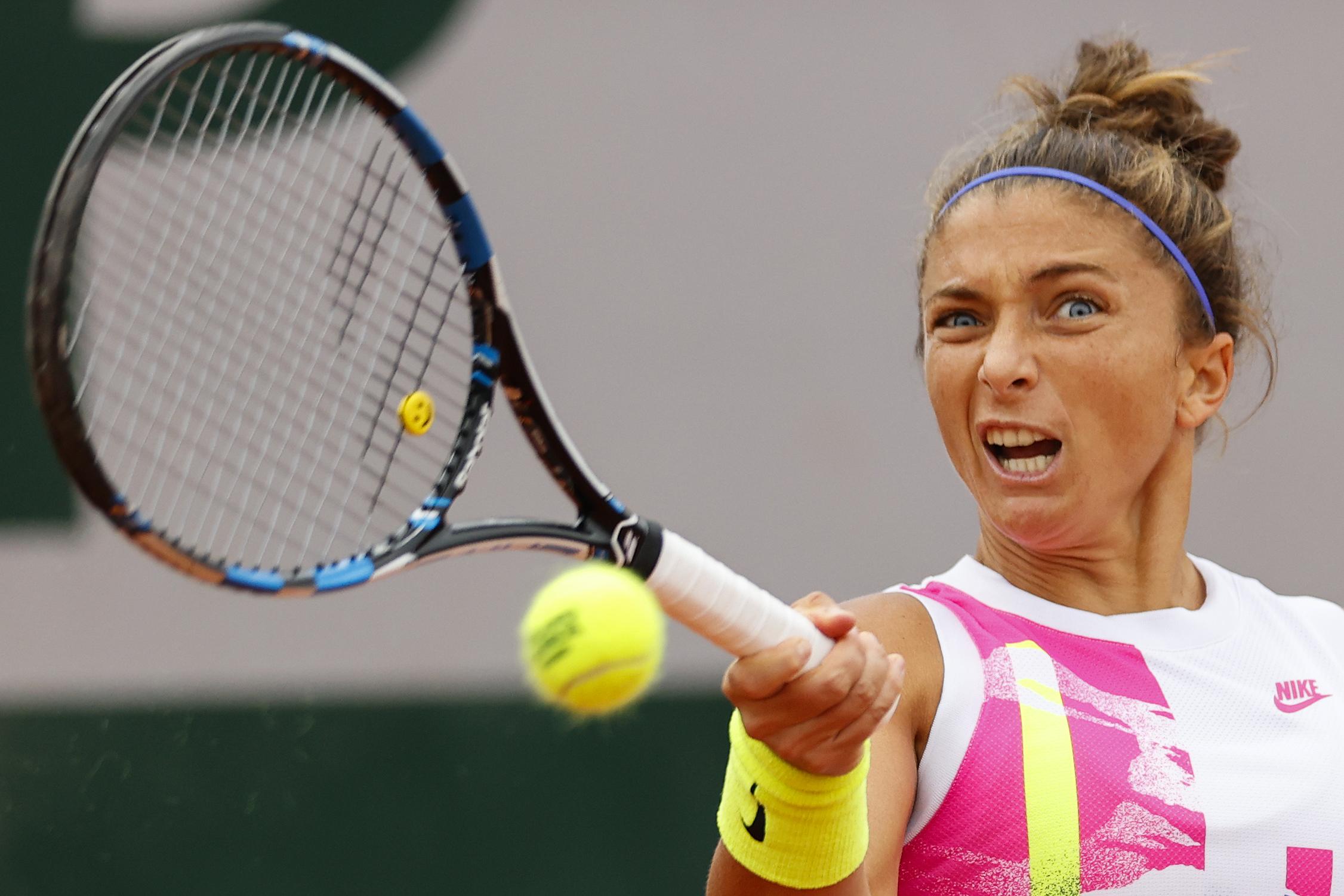 Sara Errani hits a forehand in her match against Kiki Bertens.