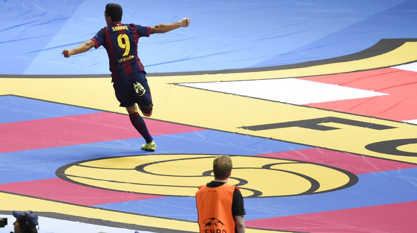 Barcelona's Uruguayan forward Luis Suarez (L) celebrates after scoring the 1-2 during the UEFA Champions League Final football match between Juventus and FC Barcelona at the Olympic Stadium in Berlin on June 6, 2015.