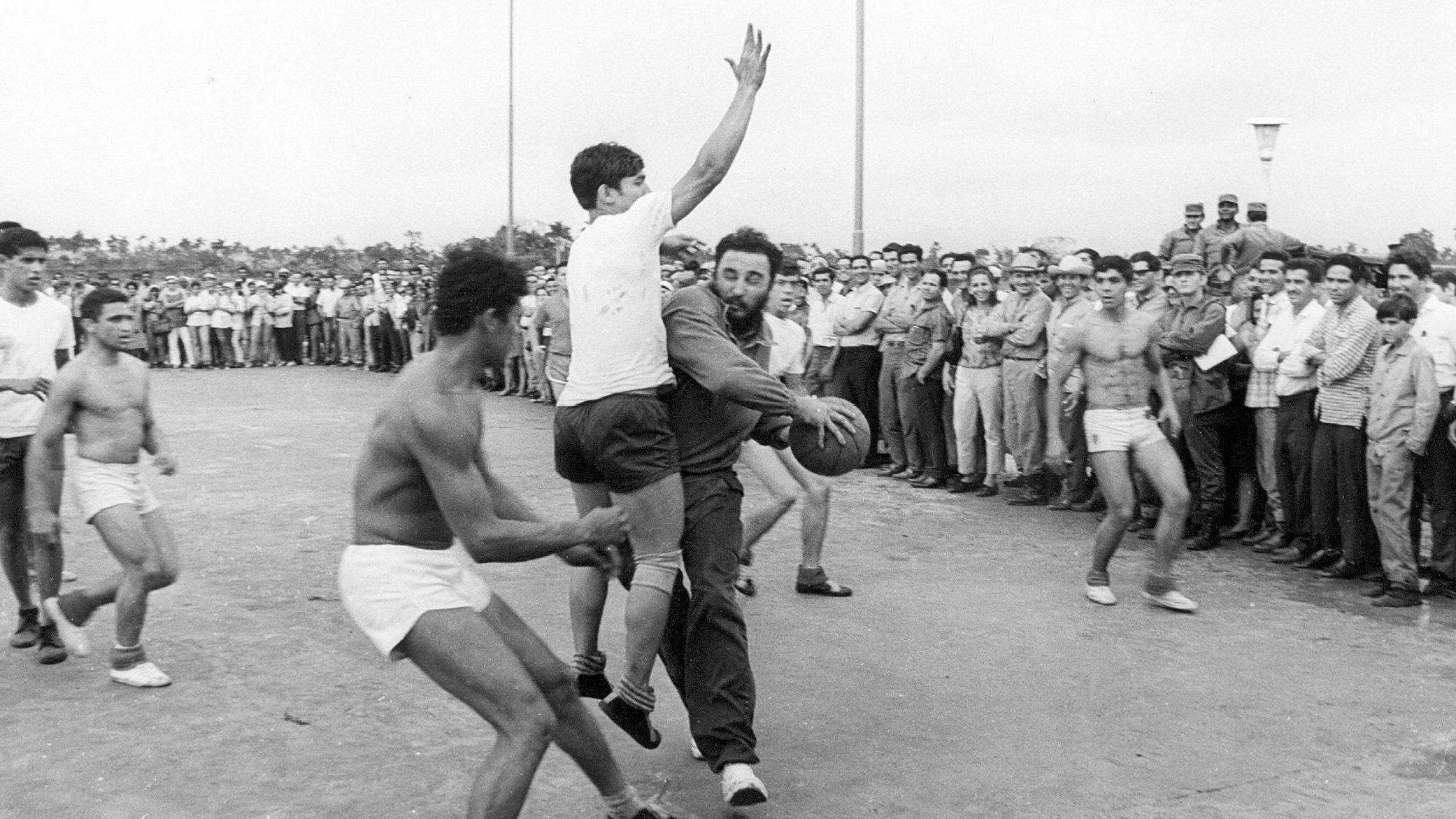 Fidel Castro plays hoops
