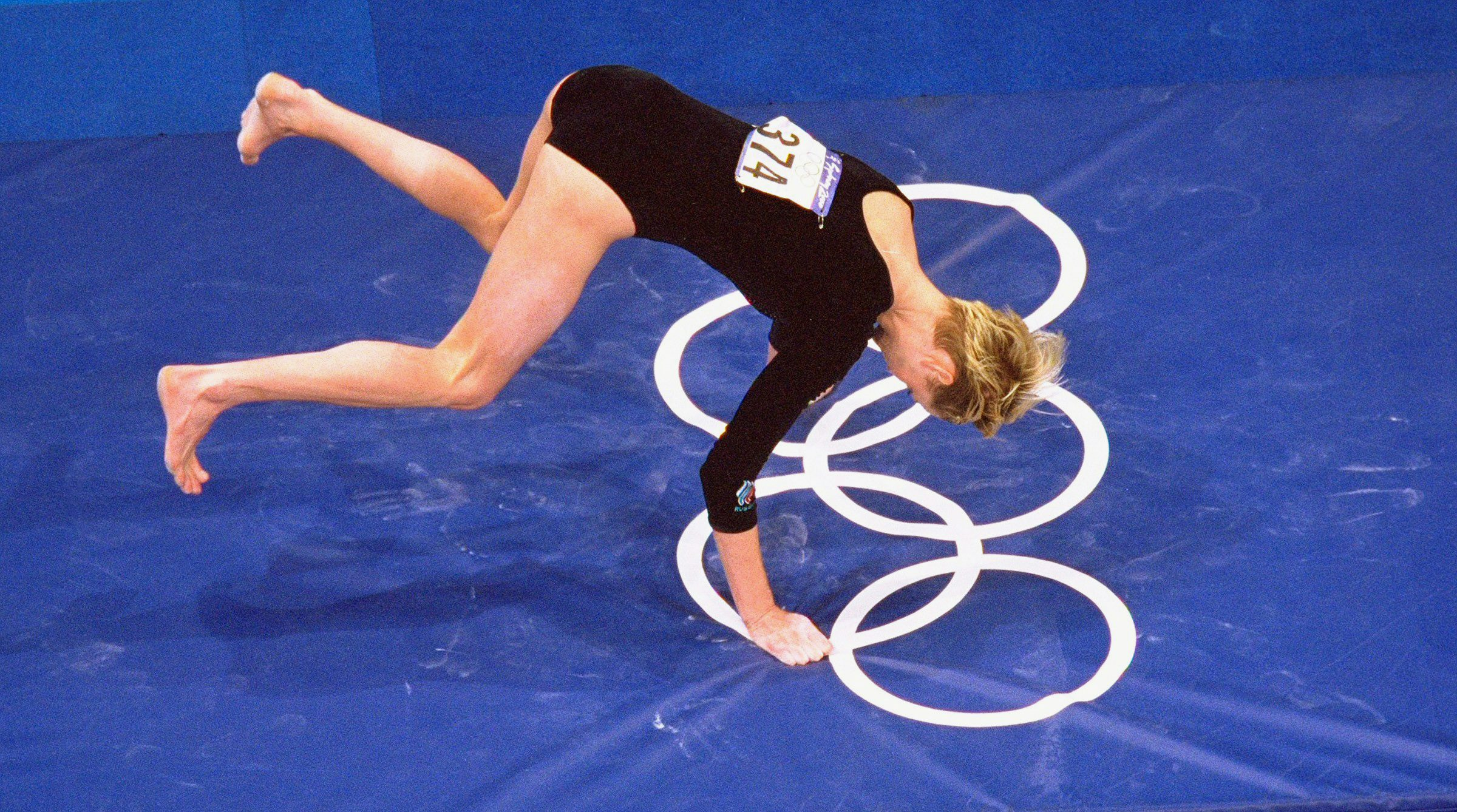 Svetlana Khorkina falls on the vault at the 2000 Olympics in Sydney. It was not her fault.