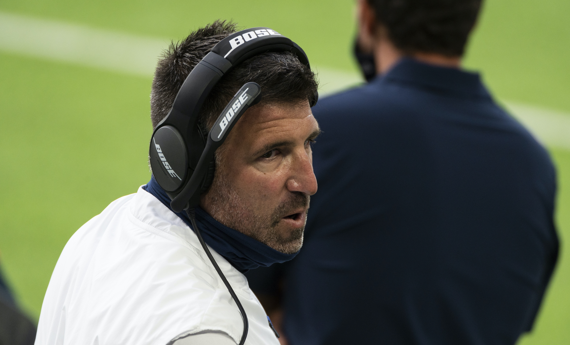 MINNEAPOLIS, MN - SEPTEMBER 27: Head coach Tennessee Titans Mike Vrabel speaks to his team on the sidelines during the second quarter of the game against the Minnesota Vikings at U.S. Bank Stadium on September 27, 2020 in Minneapolis, Minnesota. (Photo by Stephen Maturen/Getty Images)