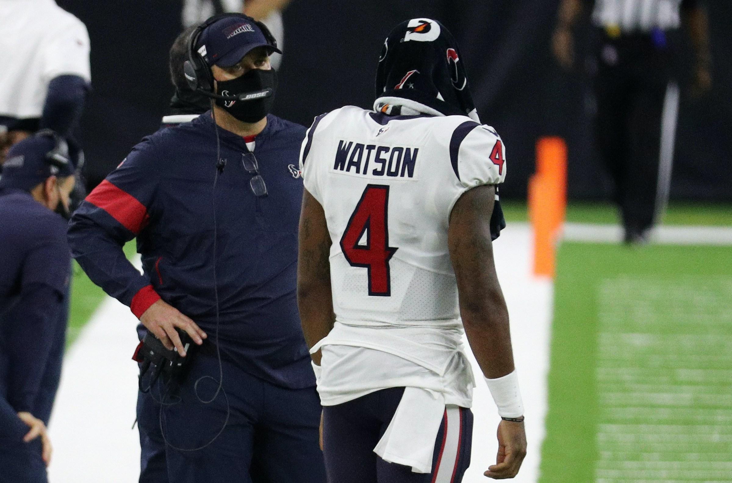 Houston Texans head coach Bill O'Brien talks with quarterback Deshaun Watson.