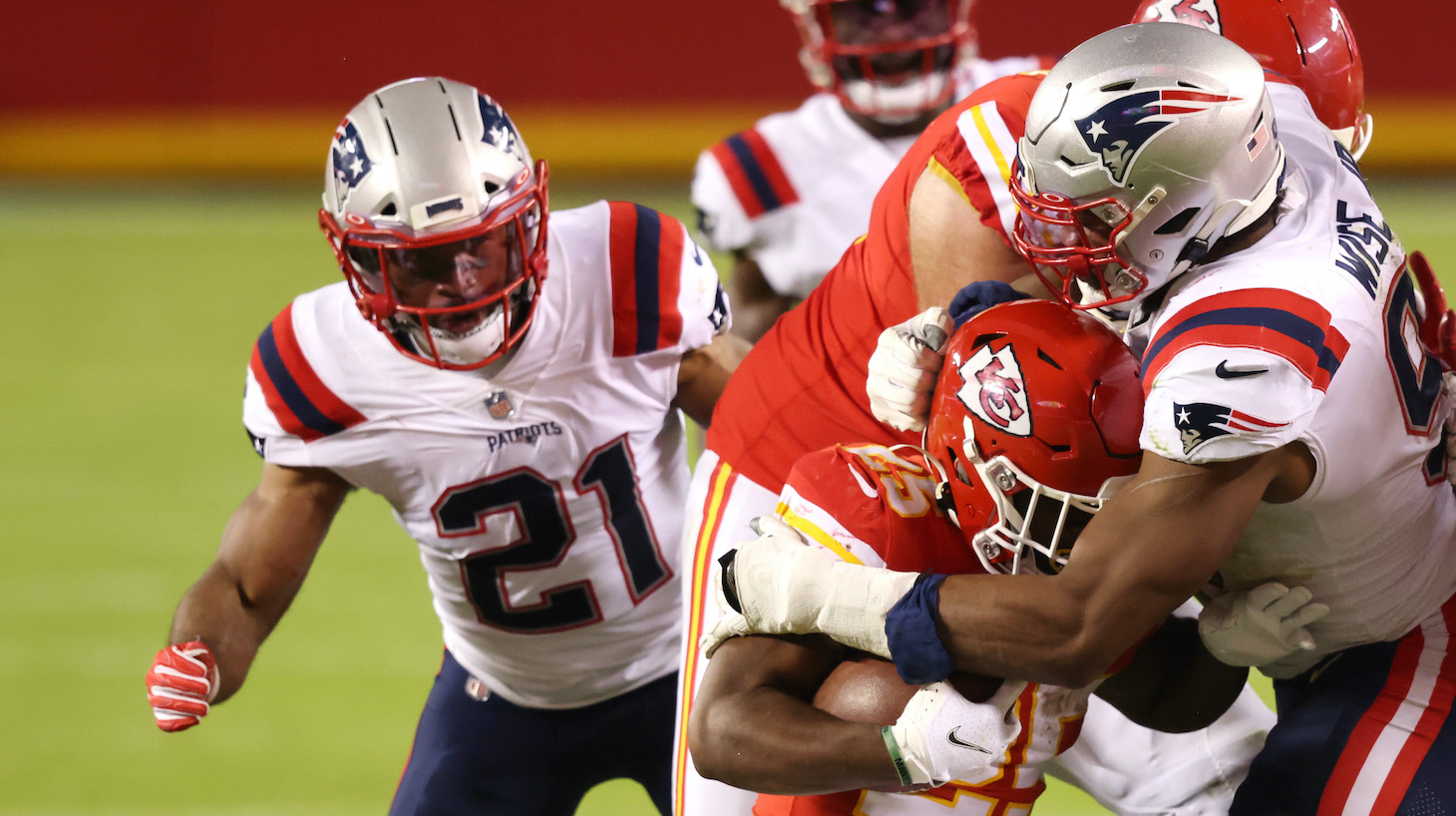 KANSAS CITY, MISSOURI - OCTOBER 05: Deatrich Wise #91 of the New England Patriots tackles Clyde Edwards-Helaire #25 of the Kansas City Chiefs during the second half at Arrowhead Stadium on October 05, 2020 in Kansas City, Missouri. (Photo by Jamie Squire/Getty Images)