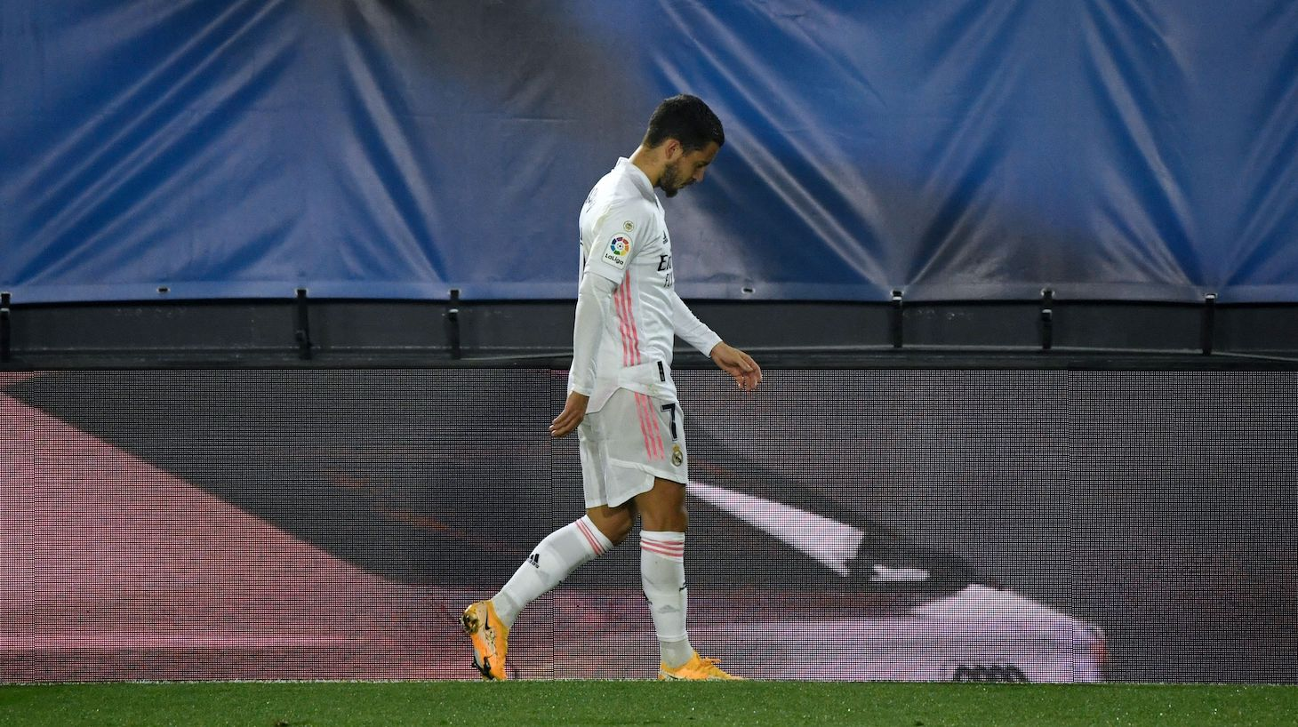 Real Madrid's Belgian forward Eden Hazard leaves the pitch during the Spanish League football match between Real Madrid and Deportivo Alaves at the Alfredo Di Stefano stadium in Madrid, on November 28, 2020.