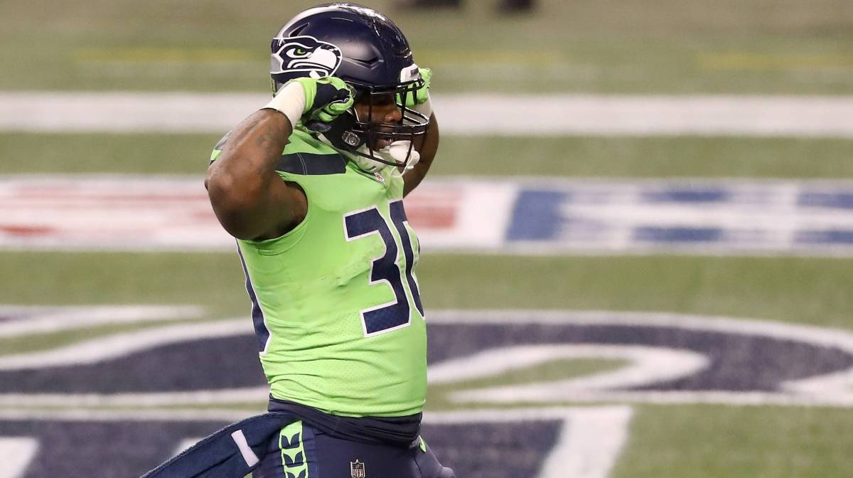 Carlos Hyde #30 of the Seattle Seahawks reacts after he ran in for a touchdown against the Arizona Cardinals in the third quarter at Lumen Field on November 19, 2020