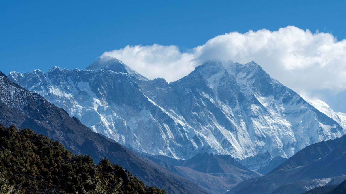 The Himalayan Mount Everest (C-L) and other mounts ranges are pictured from Namche Bazar in the Everest region, some 140 kms northeast of Kathmandu on March 26, 2020. (Photo by PRAKASH MATHEMA / AFP) (Photo by PRAKASH MATHEMA/AFP via Getty Images)