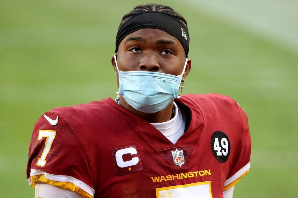 Washington quarterback Dwayne Haskins wears his mask improperly, like a real goof.