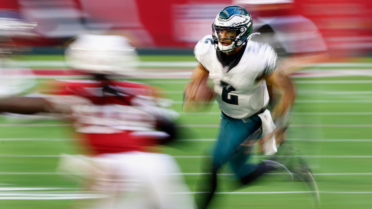 Jalen Hurts runs with the ball against the Arizona Cardinals. It's all blurry and artsy.