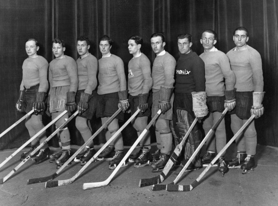 Picture taken in the 30s shows Chamonix's ice hockey players.