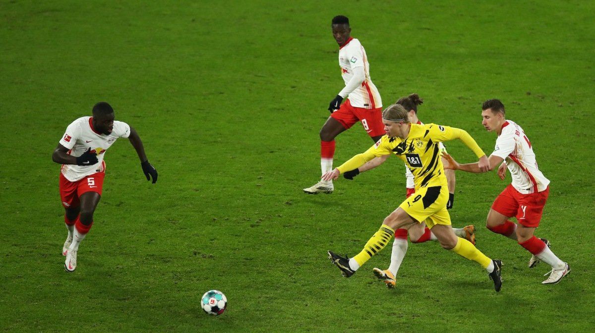 Erling Haaland of Borussia Dortmund battles for possession with Dayot Upamecano, Amadou Haidara, Marcel Sabitzer and Willi Orban of RB Leipzig during the Bundesliga match between RB Leipzig and Borussia Dortmund at Red Bull Arena on January 09, 2021 in Leipzig, Germany. Sporting stadiums around Germany remain under strict restrictions due to the Coronavirus Pandemic as Government social distancing laws prohibit fans inside venues resulting in games being played behind closed doors.