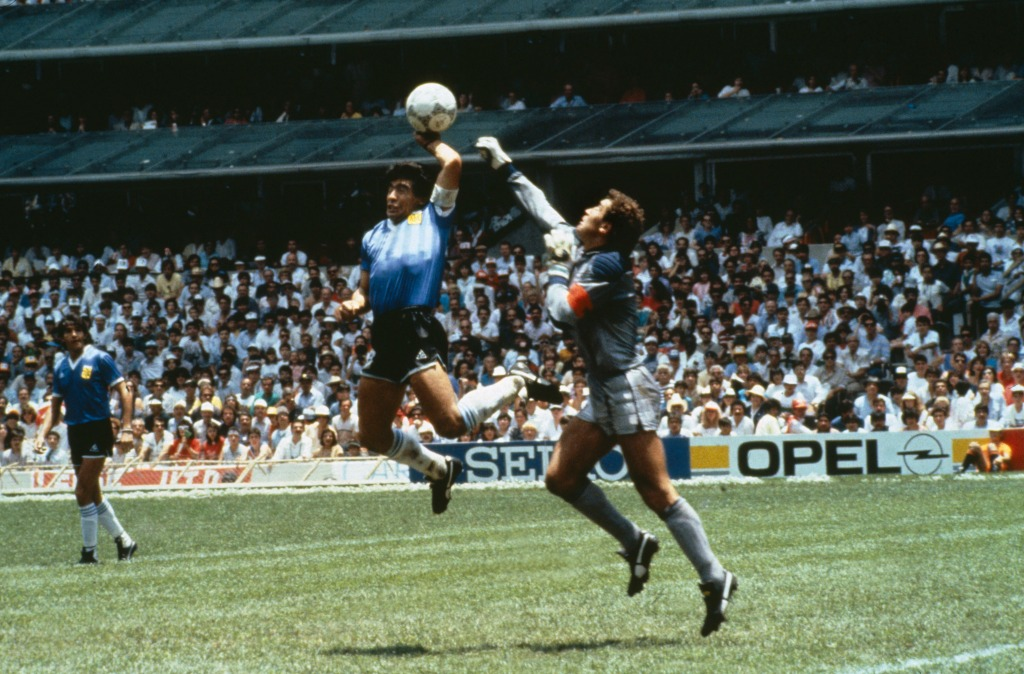 Sport, Football, 1986 Football World Cup, Mexico, Quarter Final, Argentina 2 v England 1, 22nd June, 1986, Argentina's Diego Maradona scores 1st goal with his Hand of God, past England goalkeeper Peter Shilton (Photo by Bob Thomas Sports Photography via Getty Images)