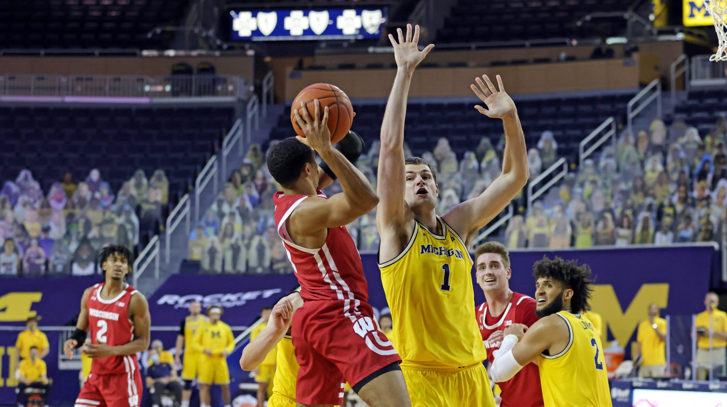 Hunter Dickinson #1 of the Michigan Wolverines defends