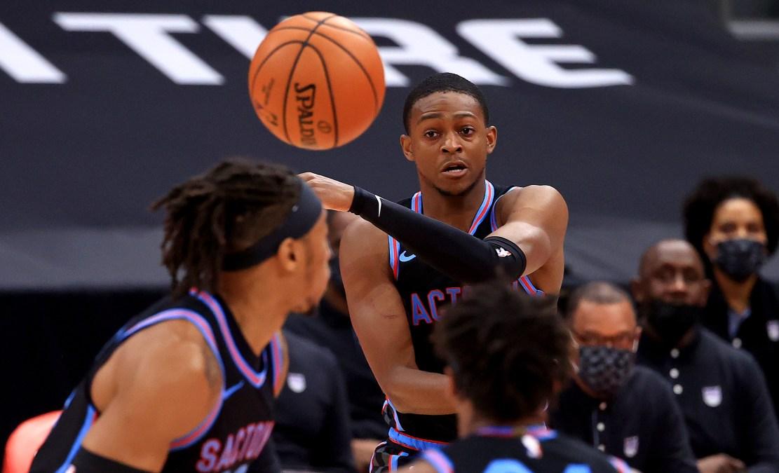 De'Aaron Fox of the Sacramento Kings throws a pass.
