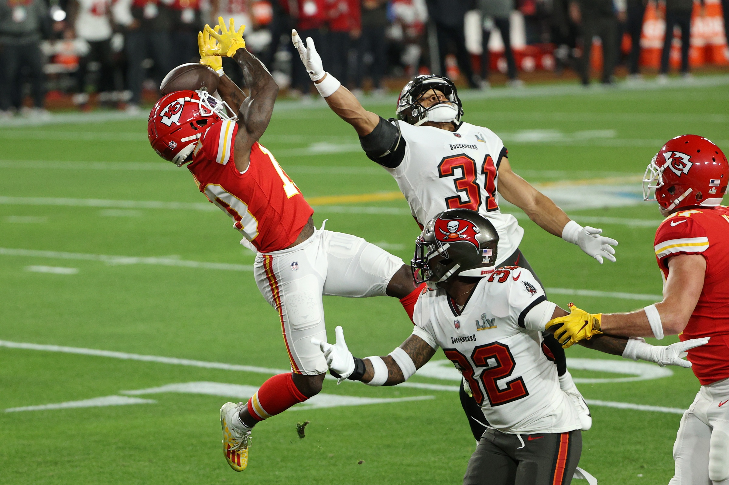 Tyreek Hill #10 of the Kansas City Chiefs is unable to make a reception
