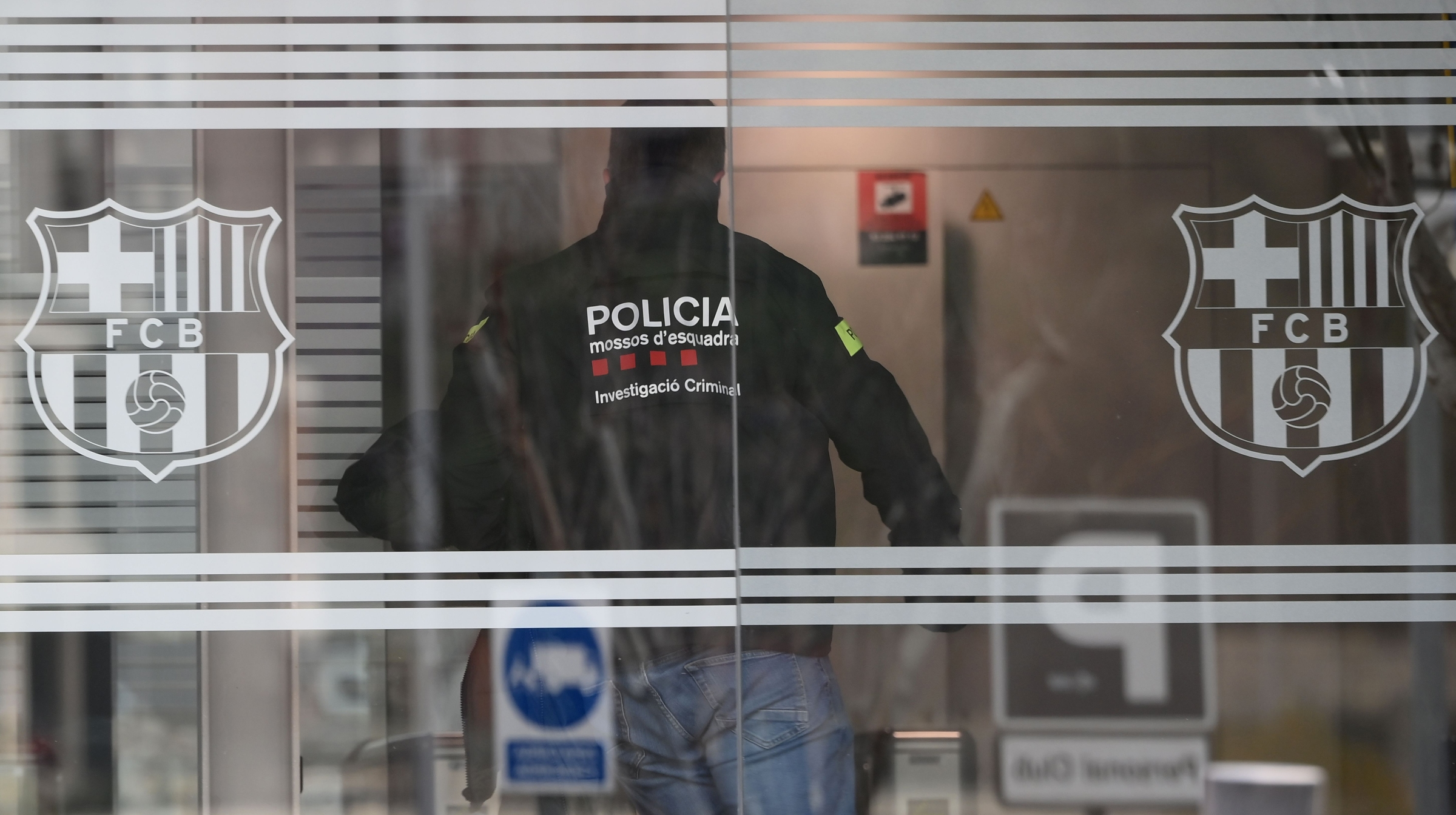 A policeman enters the offices of the Barcelona Football Club on March 01, 2021 in Barcelona during a police operation inside the building.