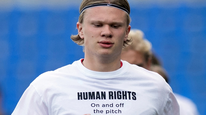 Norway's forward Erling Braut Haaland wears a t-shirt with the slogan 'Human rights, on and off the pitch' as he warms up before the FIFA World Cup Qatar 2022 qualification football match between Norway and Turkey at La Rosaleda stadium in Malaga on March 27, 2021
