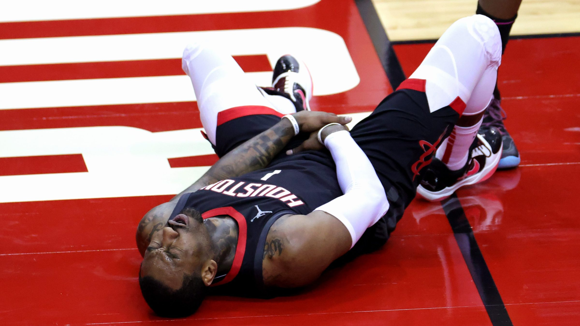 John Wall clutches his dick and balls on the floor of Rockets arena