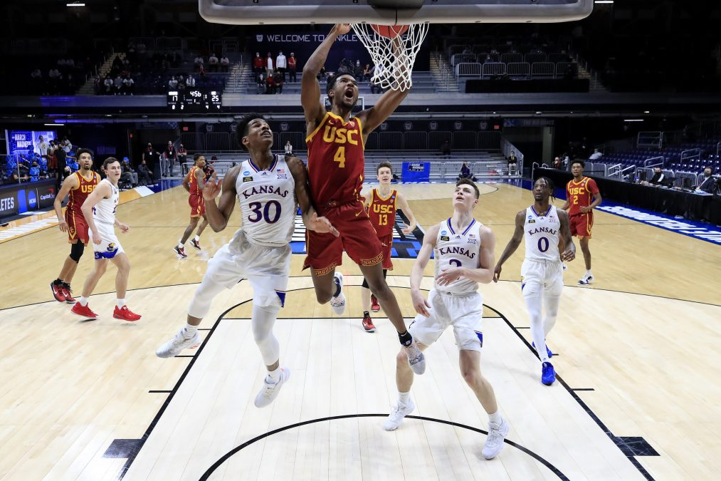 Evan Mobley of the USC Trojans dunks the ball