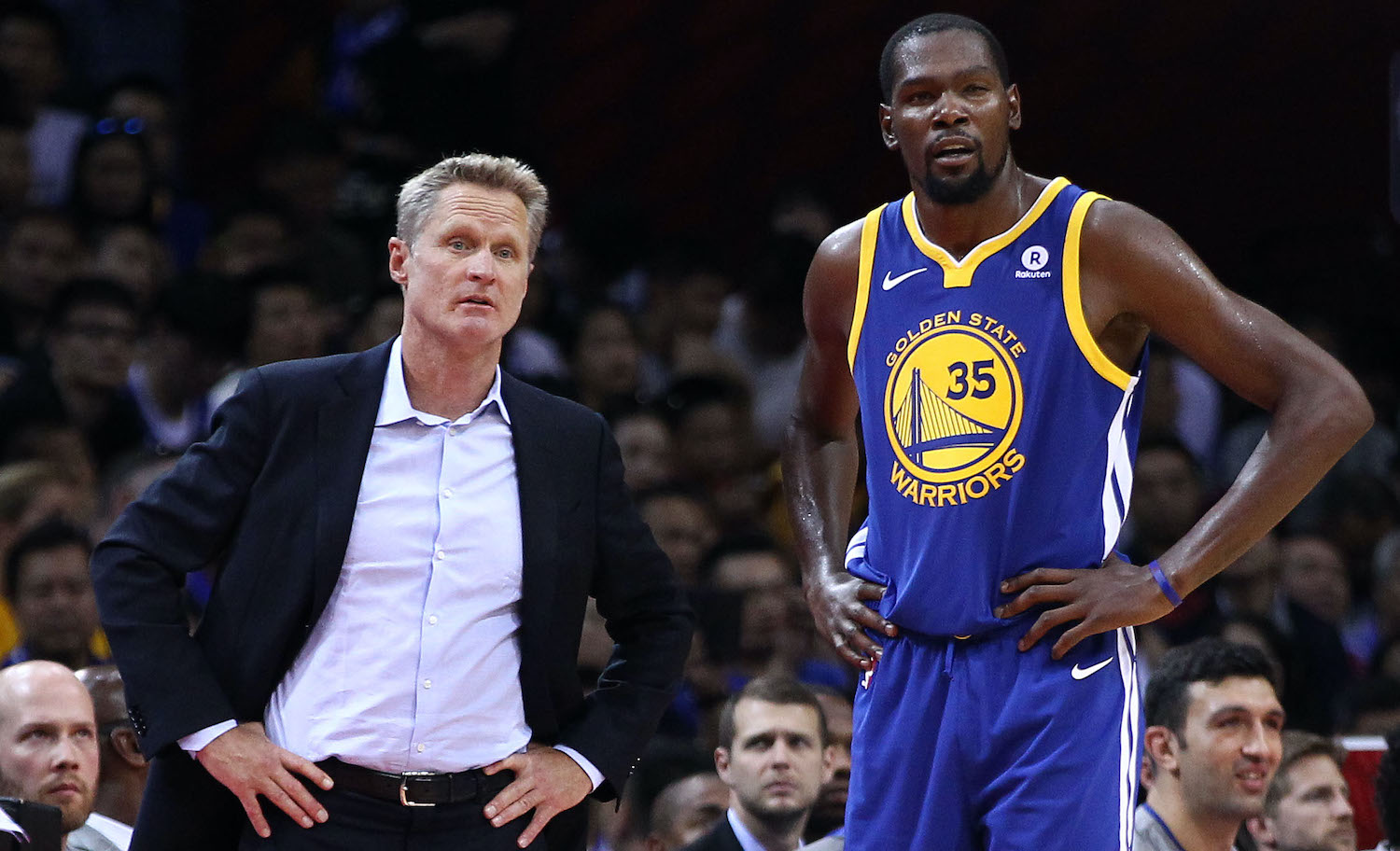 Steve Kerr giving Kevin Durant some in-game instructions.