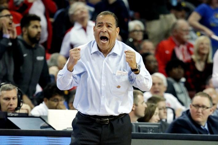 Kelvin Sampson screams.