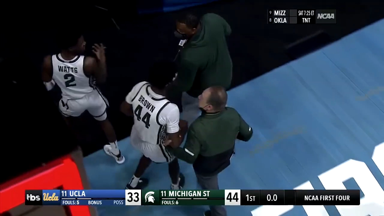 Michigan State head coach Tom Izzo argues with his player Gabe Brown at halftime of Thursday's game against UCLA.