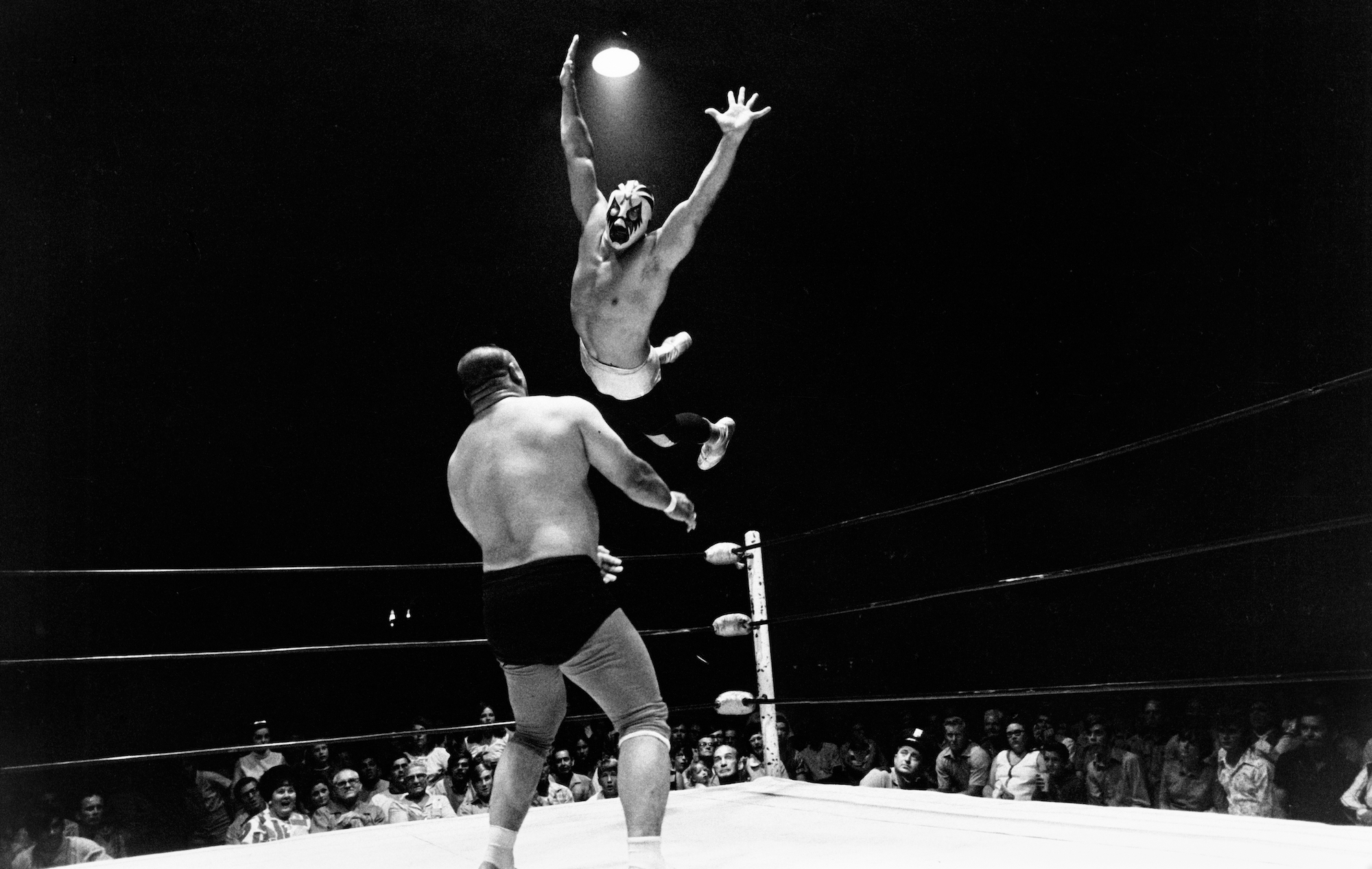 Mil Máscaras finishes Professor Toru Tanaka with a flying body press.
