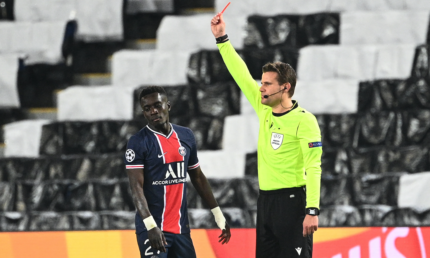 Referee Felix Brych (R) shows a red card to Paris Saint-Germain's Senegalese midfielder Idrissa Gueye during the UEFA Champions League first leg semi-final football match between Paris Saint-Germain (PSG) and Manchester City at the Parc des Princes stadium in Paris on April 28, 2021. (Photo by Anne-Christine POUJOULAT / AFP) (Photo by ANNE-CHRISTINE POUJOULAT/AFP via Getty Images)