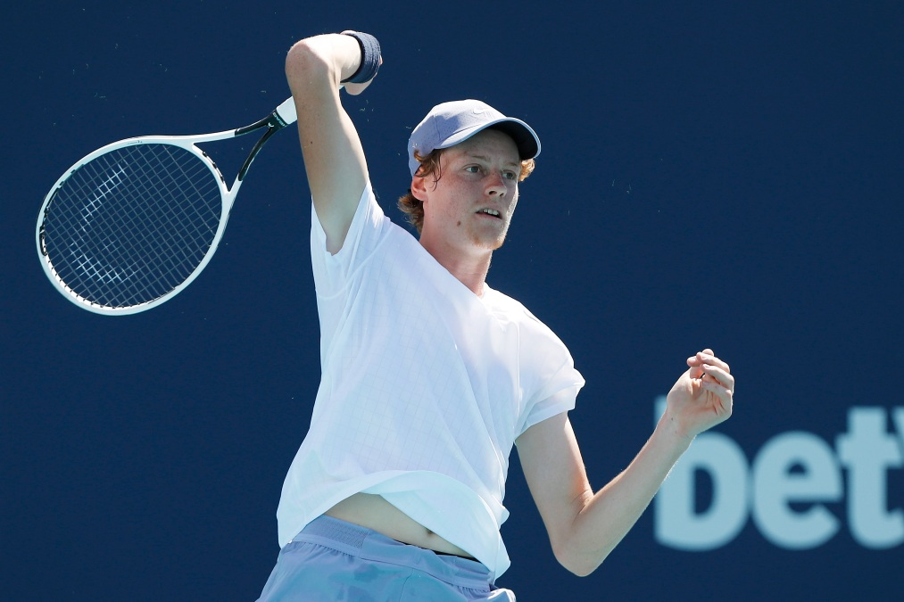 Jannik Sinner hits a forehand at the Miami Open