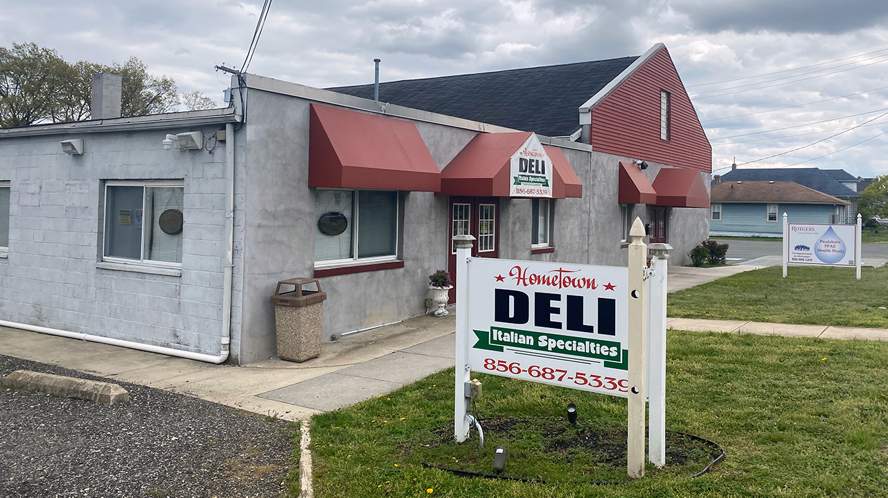 The front of Your Hometown Deli