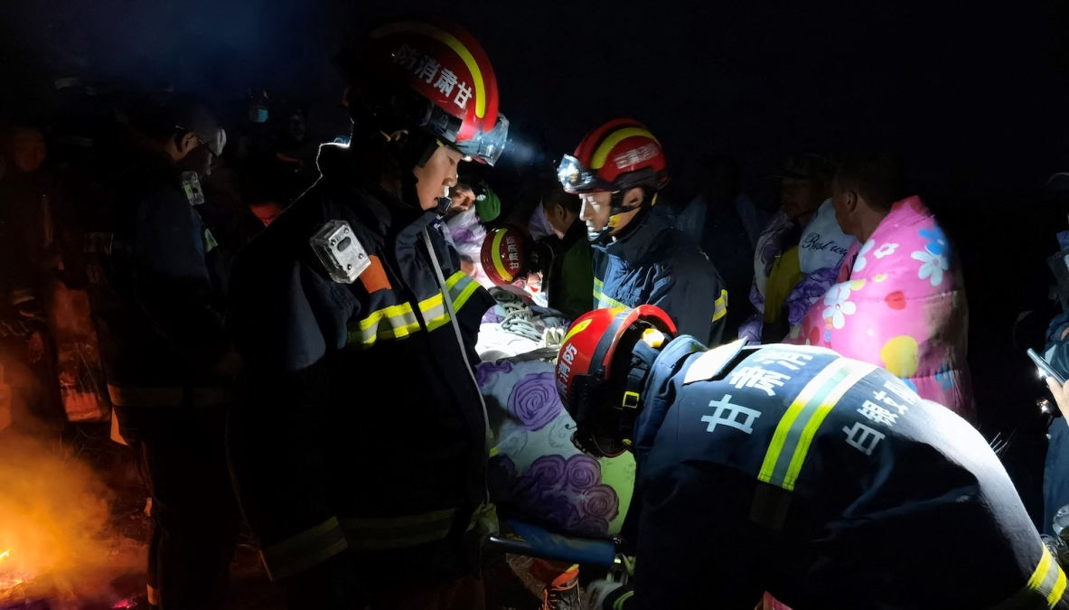This photo taken on May 22, 2021 shows rescuers assisting people who were competing in a 100-kilometre cross-country mountain race when extreme weather hit the area, leaving at least 20 dead, near the city of Baiyin in China's northwestern Gansu province. - China OUT (Photo by STR / AFP) / China OUT (Photo by STR/AFP via Getty Images)