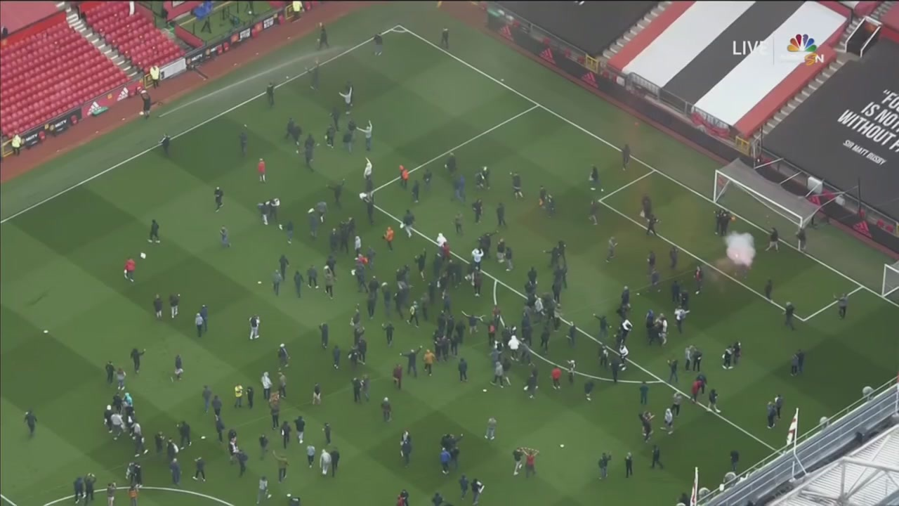 overhead view of crowds at Old Trafford
