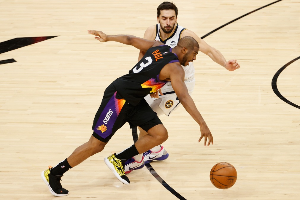Chris Paul runs past Facundo Campazzo in a playoff game.