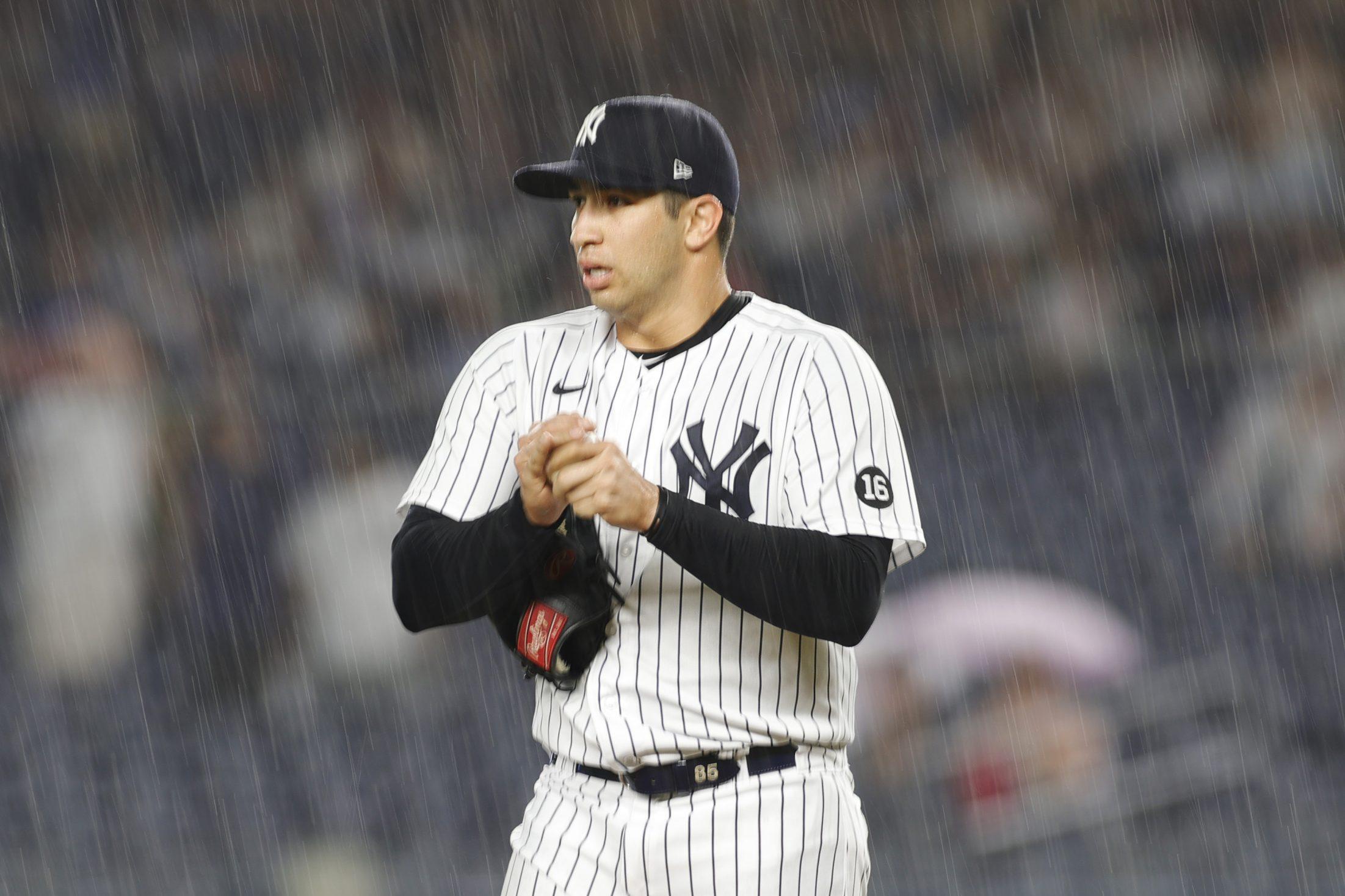 Luis Cessa pitches in the rain