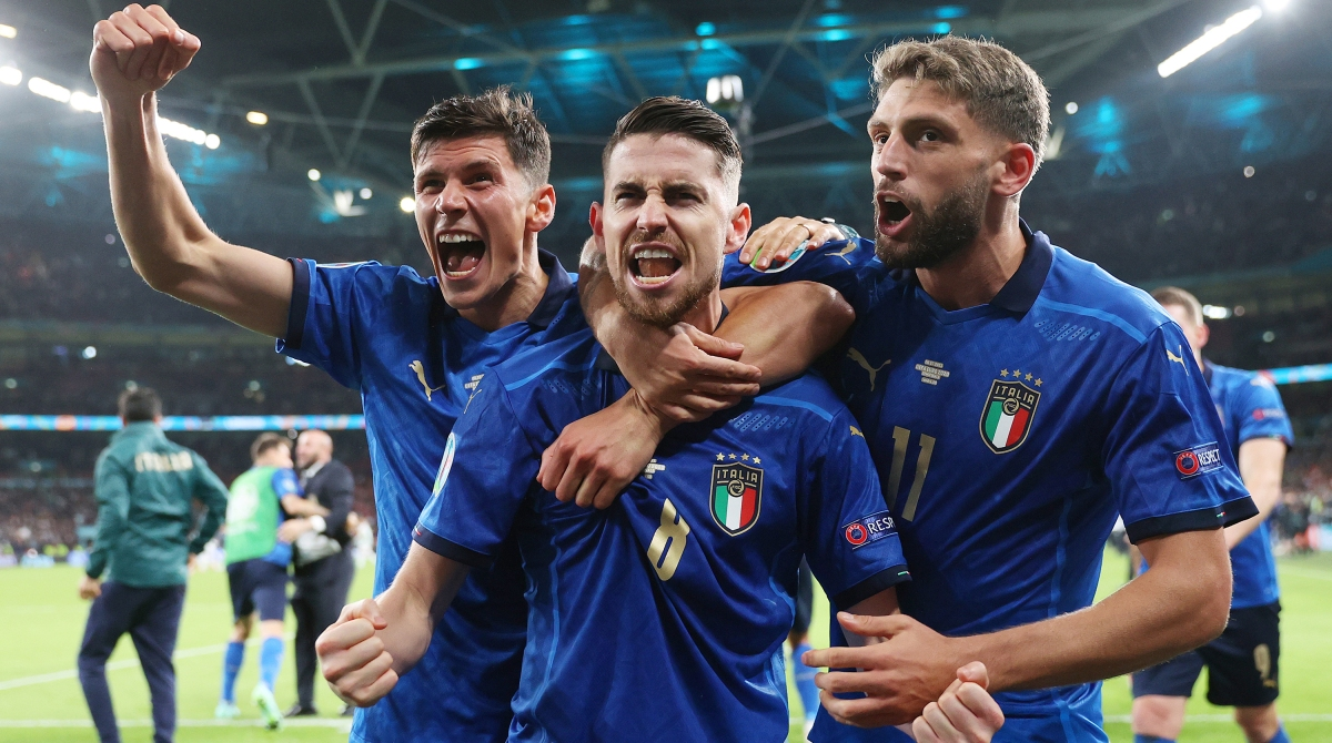 Jorginho of Italy celebrates with Matteo Pessina and Domenico Berardi after scoring their sides winning penalty in the penalty shoot out during the UEFA Euro 2020 Championship Semi-final match between Italy and Spain at Wembley Stadium on July 06, 2021 in London, England.