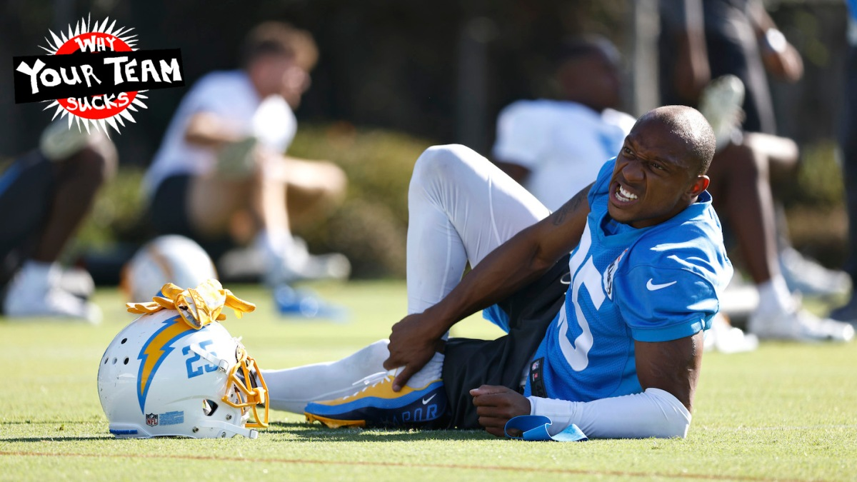 COSTA MESA, CALIFORNIA - JULY 29: Chris Harris #25 of the Los Angeles Chargers warms up during Los Angeles Chargers Training Camp at Jack Hammett Sports Complex on July 29, 2021 in Costa Mesa, California. (Photo by Michael Owens/Getty Images)