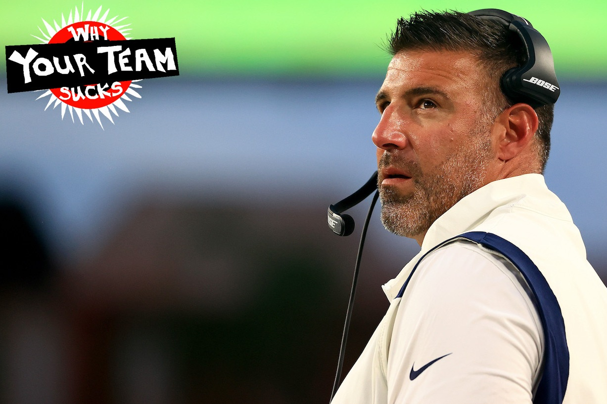 TAMPA, FLORIDA - AUGUST 21: Head coach Mike Vrabel of the Tennessee Titans looks on during a preseason game against the Tampa Bay Buccaneers at Raymond James Stadium on August 21, 2021 in Tampa, Florida. (Photo by Mike Ehrmann/Getty Images)