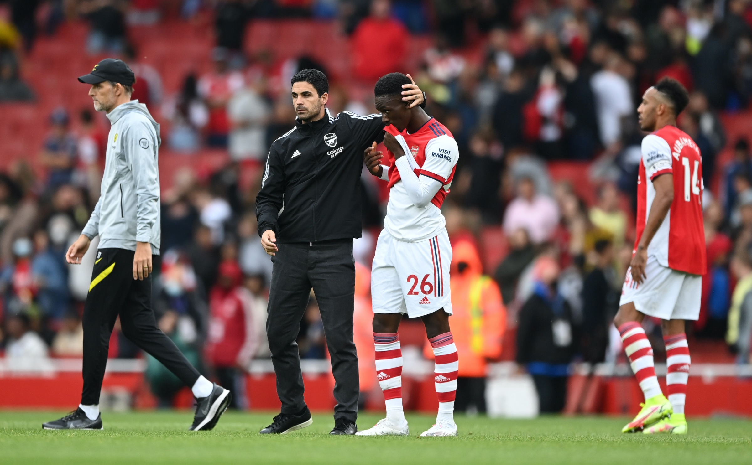 Folarin Balogun of Arsenal looks dejected as he is consoled by Mikel Arteta, Manager of Arsenal following defeat in the Premier League match between Arsenal and Chelsea at Emirates Stadium on August 22, 2021 in London, England.