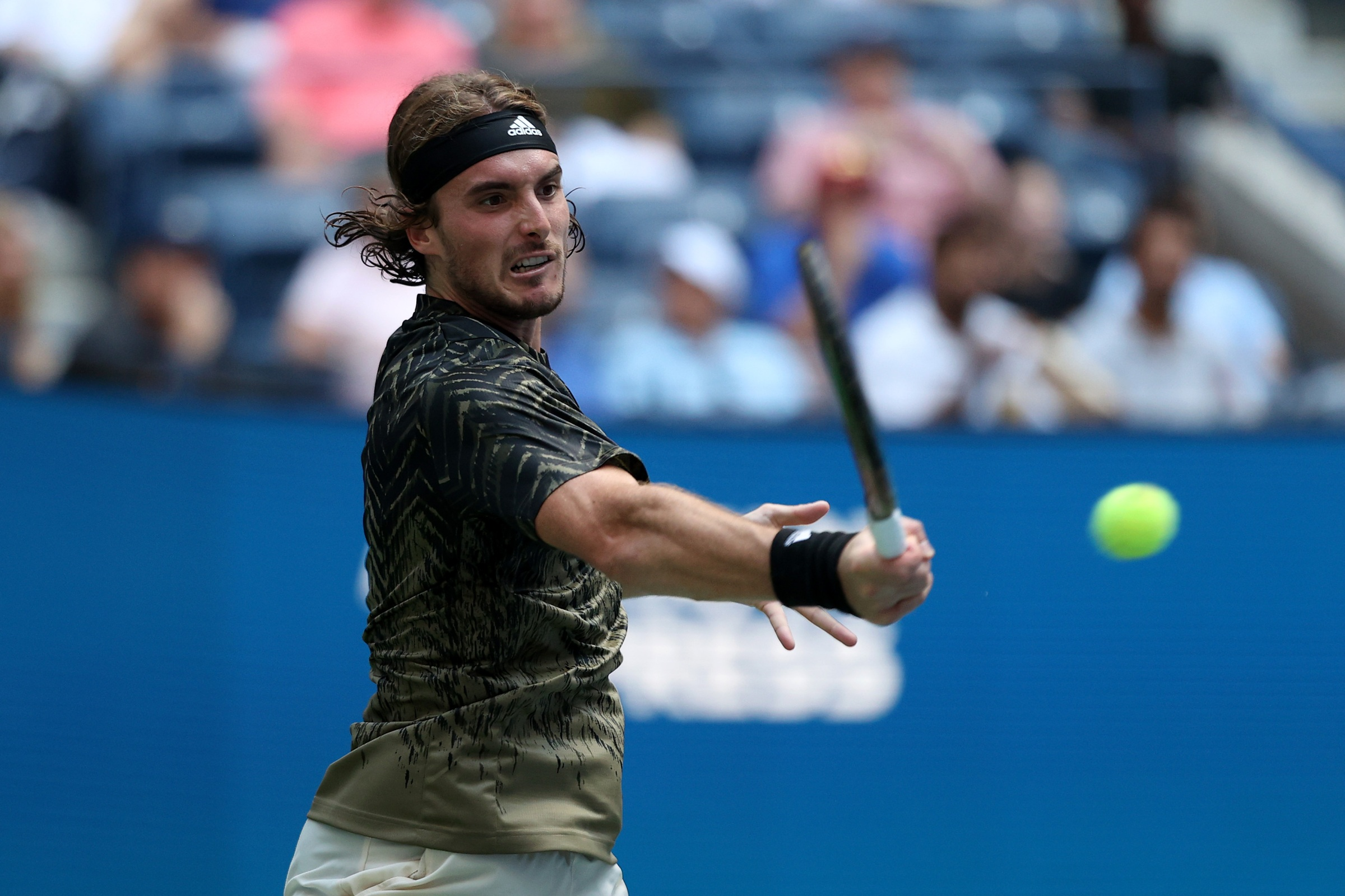 NEW YORK, NEW YORK - AUGUST 30: Stefanos Tsitsipas of Greece returns a shot against Andy Murray of United Kingdom during their men's singles first round match on Day One of the 2021 US Open at the Billie Jean King National Tennis Center on August 30, 2021 in the Flushing neighborhood of the Queens borough of New York City. (Photo by Elsa/Getty Images)