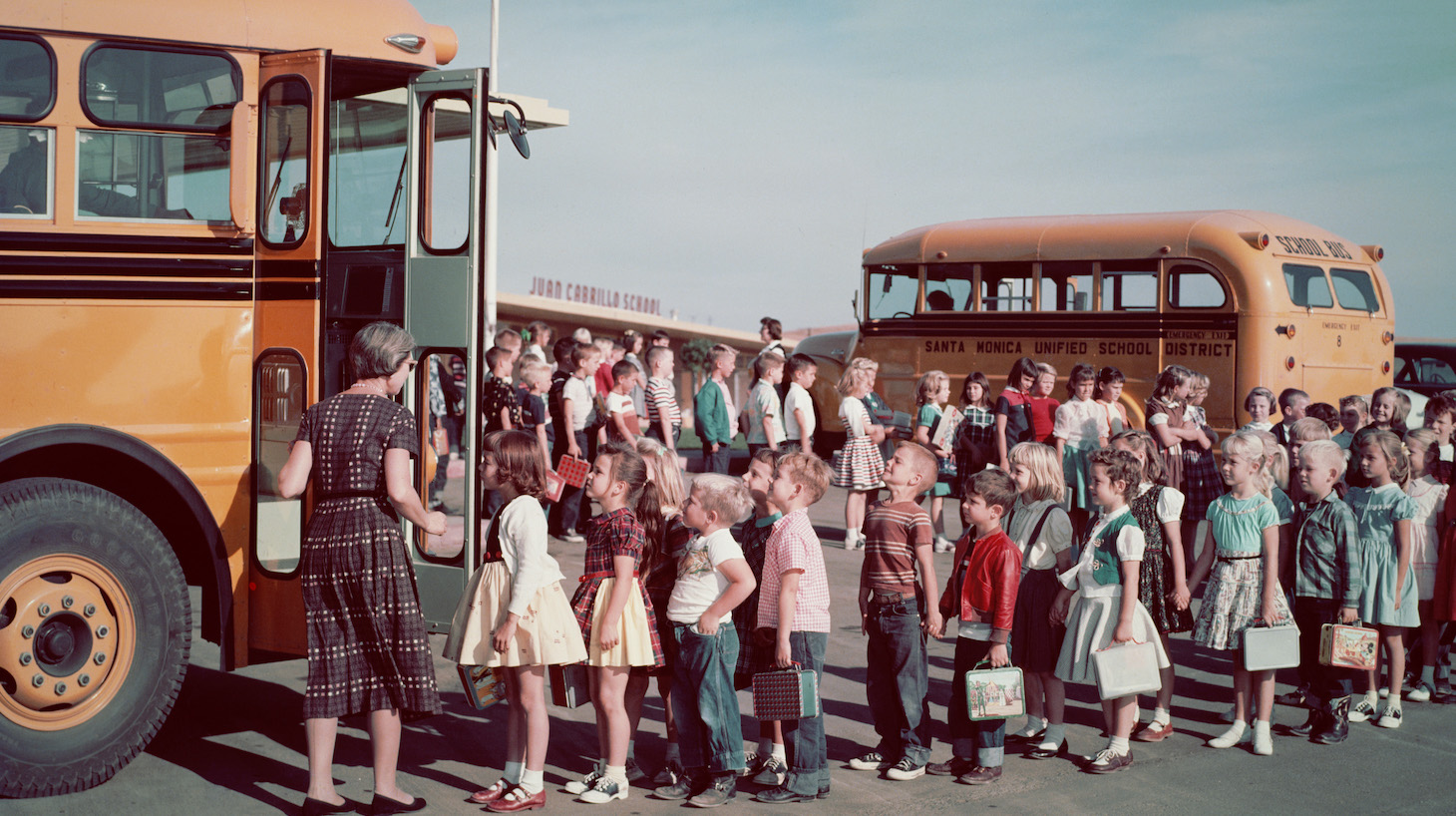 Schoolchilden queueing in pairs to get on the school bus, circa 1960. (Photo by L. Willinger/FPG/Hulton Archive/Getty Images)