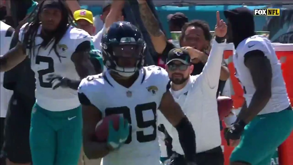 Jacksonville celebrates kickoff return TD