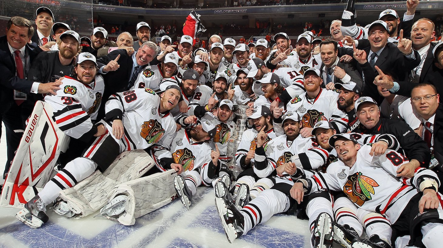PHILADELPHIA - JUNE 09: The Chicago Blackhawks pose for a team photo after defeating the Philadelphia Flyers 4-3 in overtime and win the Stanley Cup in Game Six of the 2010 NHL Stanley Cup Final at the Wachovia Center on June 9, 2010 in Philadelphia, Pennsylvania. (Photo by Jim McIsaac/Getty Images)