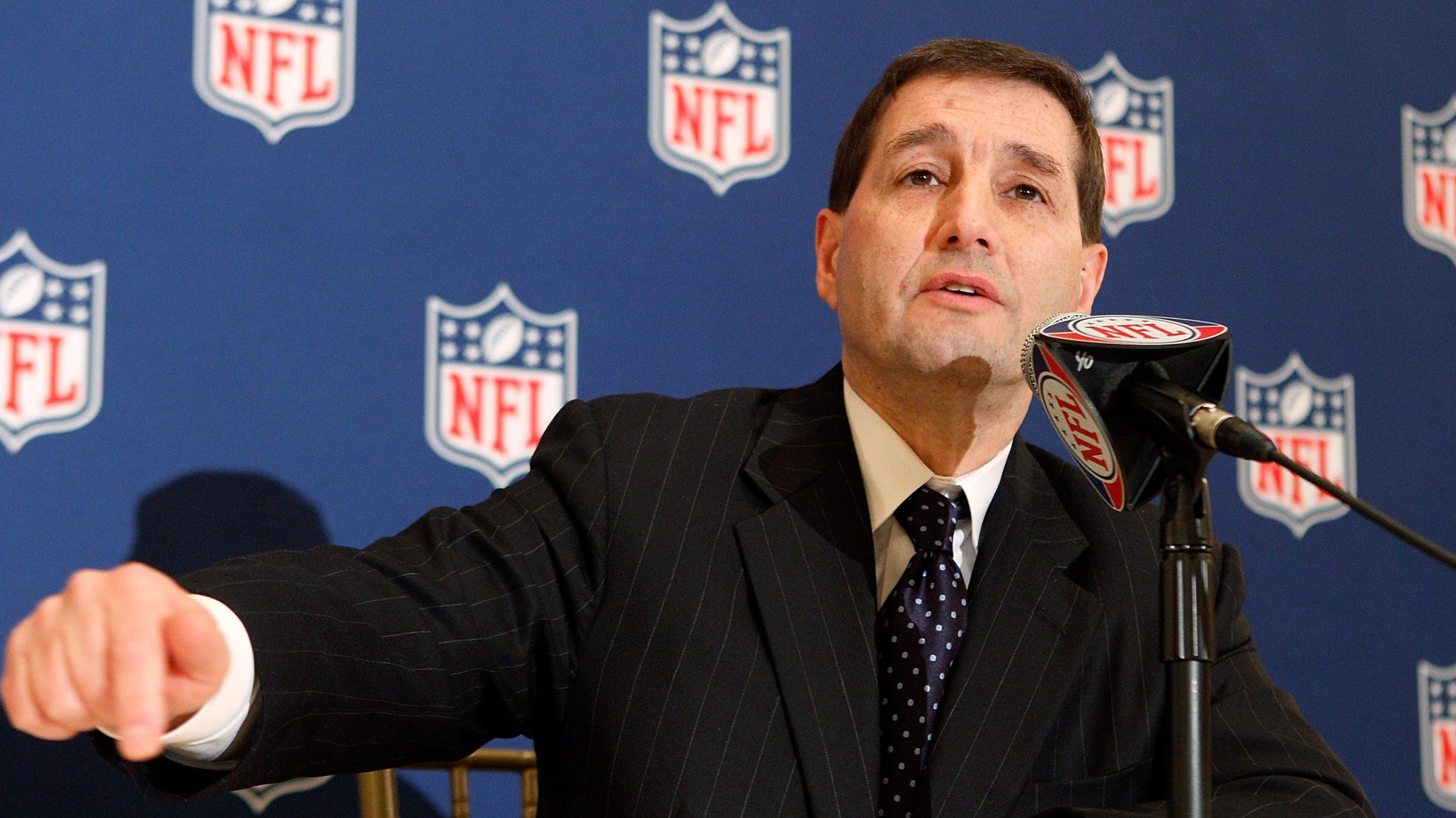 NFL executive Vice President Jeff Pash address the media at the Roosevelt Hotel on March 21, 2011 in New Orleans, Louisiana.
