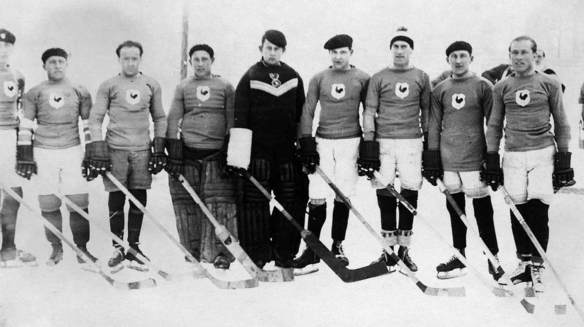 Picture taken in the 30s shows France's ice hockey players. (Photo by - / AFP) (Photo credit should read -/AFP via Getty Images)
