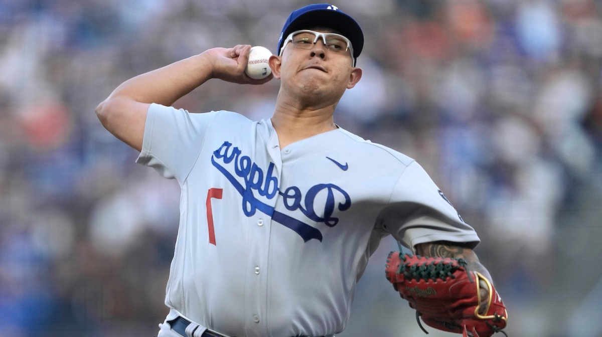 SAN FRANCISCO, CALIFORNIA - SEPTEMBER 04: Julio Urias #7 of the Los Angeles Dodgers pitches against the San Francisco Giants in the bottom of the first inning at Oracle Park on September 04, 2021 in San Francisco, California. (Photo by Thearon W. Henderson/Getty Images)
