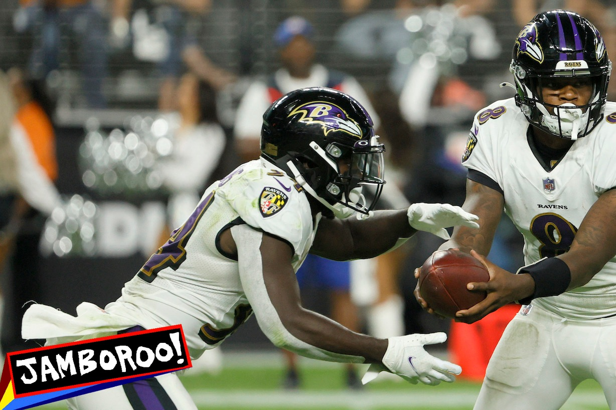 LAS VEGAS, NEVADA - SEPTEMBER 13: Lamar Jackson #8 of the Baltimore Ravens fakes a handoff to running back Ty'Son Williams #34 against the Las Vegas Raiders at Allegiant Stadium on September 13, 2021 in Las Vegas, Nevada. The Raiders defeated the Ravens 33-27 in overtime. (Photo by Ethan Miller/Getty Images)